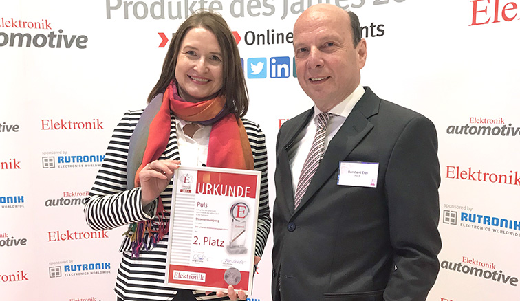 Bernhard Erdl and Susanne Häfner accepted the product of year award 2018 for the PULS PIANO power supplies.